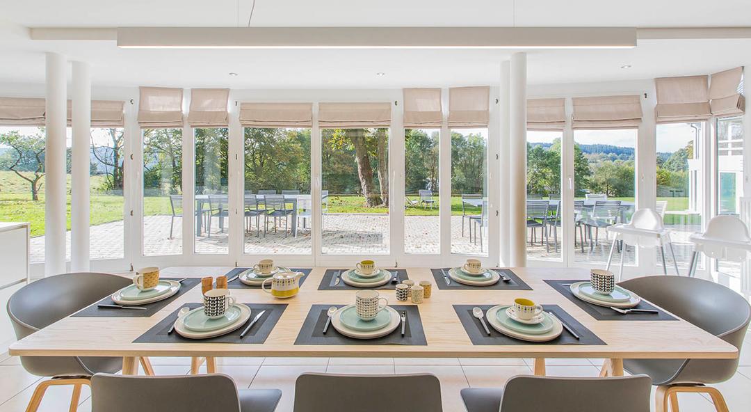 Il faut prévoir une salle de séjour adaptée au nombre de vacanciers