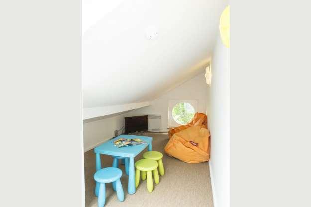 villa de luxe avec espace wellness pour 11 personnes louer aubel. Black Bedroom Furniture Sets. Home Design Ideas