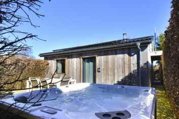 Agréable chalet de vacances rénové à deux pas du lac de Bütgenbach