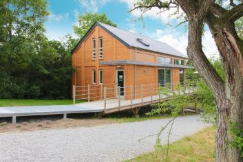 Lumineuse et très confortable maison de vacances à Doische