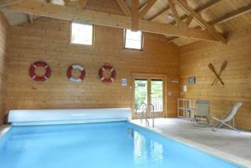 Chalet tout confort équipé d'une piscine intérieure à Erezée