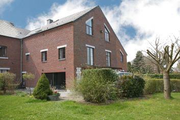 Spacieuse et confortable appartement de vacances 8 pers. à Froidchapelle