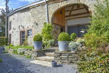 Maison de vacances authentique en pierre du pays à louer à Gedinne