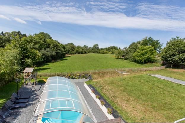 G te de vacances avec piscine et jardin pour 22 pers gouvy for Piscine 01
