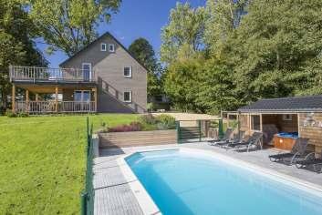 Maison de vacances avec espaces détente et piscine pour 9 personnes à Gouvy