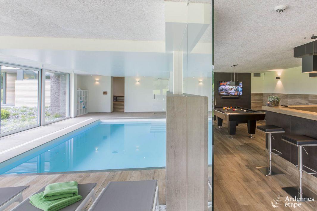 Villa de luxe avec piscine int rieure pour 15 personnes for Villa de luxe avec piscine interieure