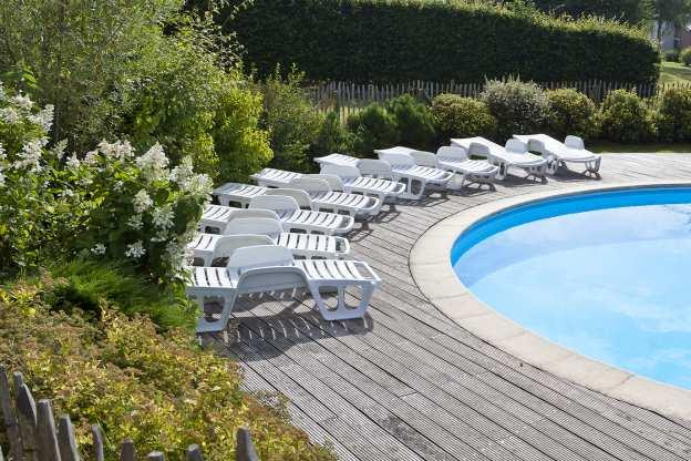 Maison de vacances avec piscine sauna et un billard pour for Piscine sauna