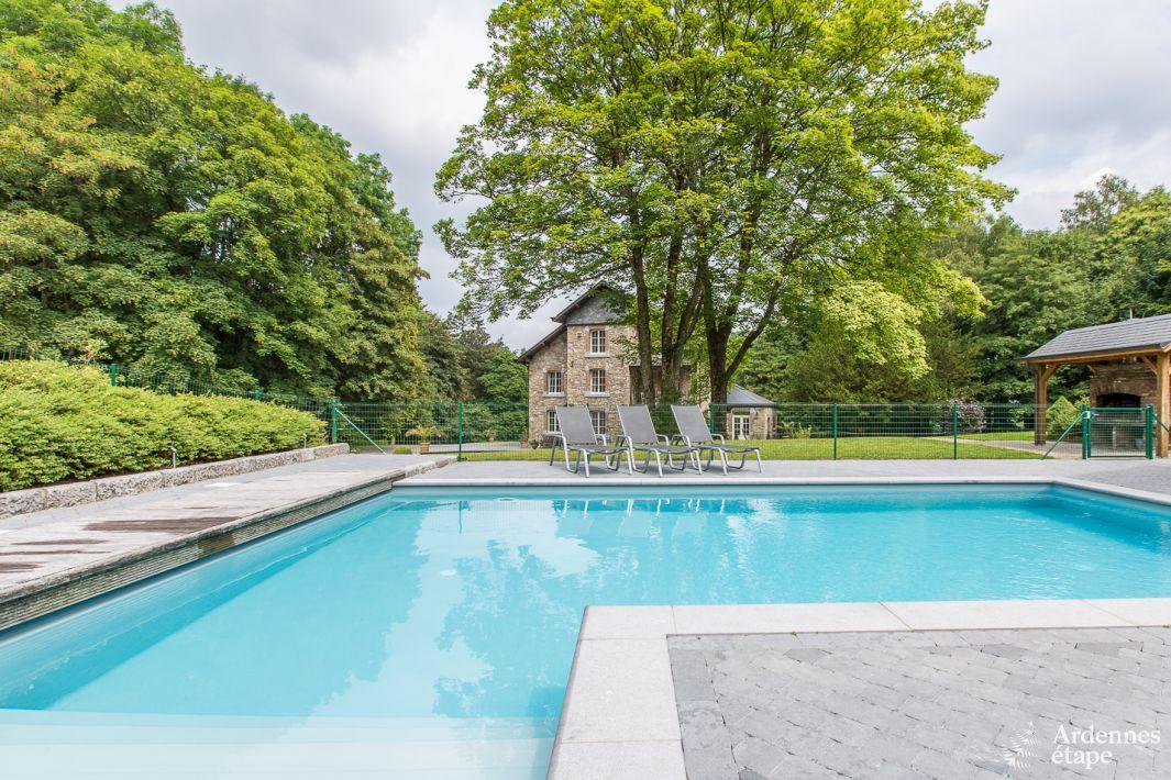 Villa de luxe avec piscine ext rieure et salle de jeux for Camping ardennes belge avec piscine