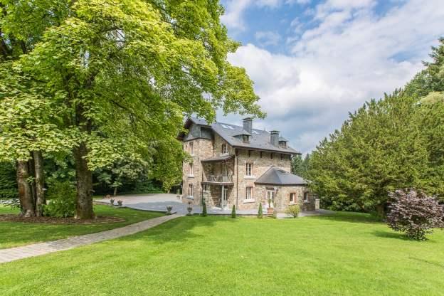 Villa de luxe avec piscine ext rieure et salle de jeux for Camping ardennes belges avec piscine