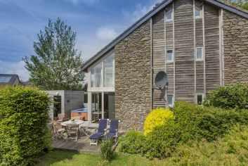 Maison de vacances confortable avec espace wellness et jardin à Ovifat