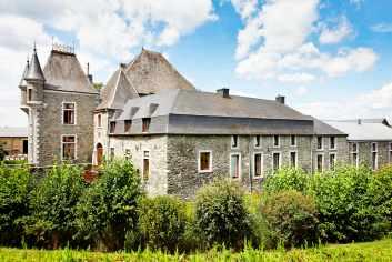 Gîte rural pour sept personnes dans un superbe château-ferme à Sainte-Ode