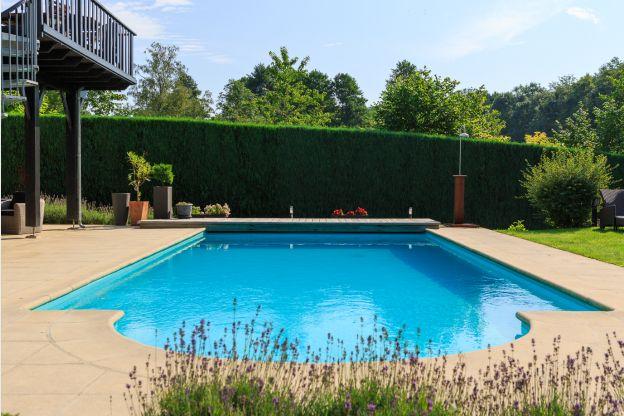 Luxueux g te avec piscine chauff e pour un s jour en for Piscine 01