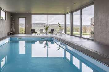 Magnifique maison de vacances avec piscine intérieure à Tenneville