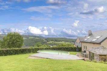 Maison de vacances bien située avec piscine extérieure à Trois-Ponts